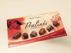 Suklaakonvehti Pralines Red 400g - Makeiset - 144097 - 1